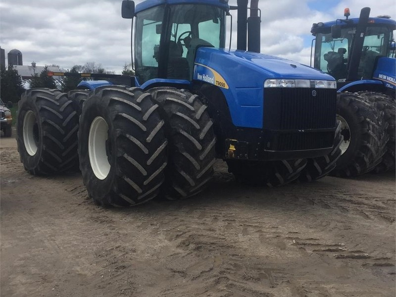 2009 New Holland T9050 Tractor