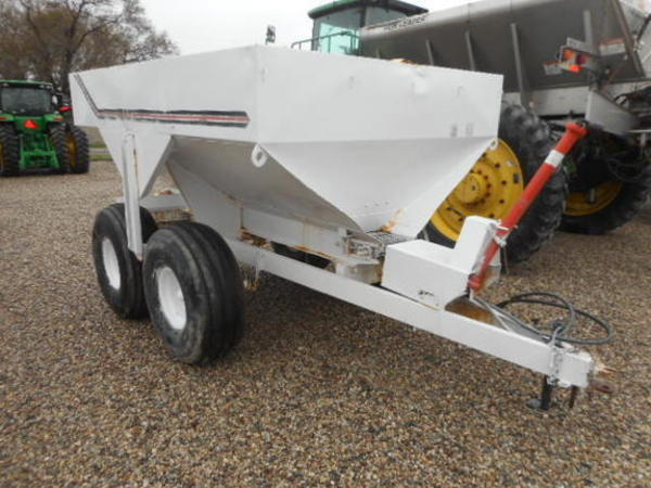 Simonsen n-64h Pull-Type Fertilizer Spreader