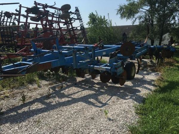 DMI Coulter Champ II Chisel Plow