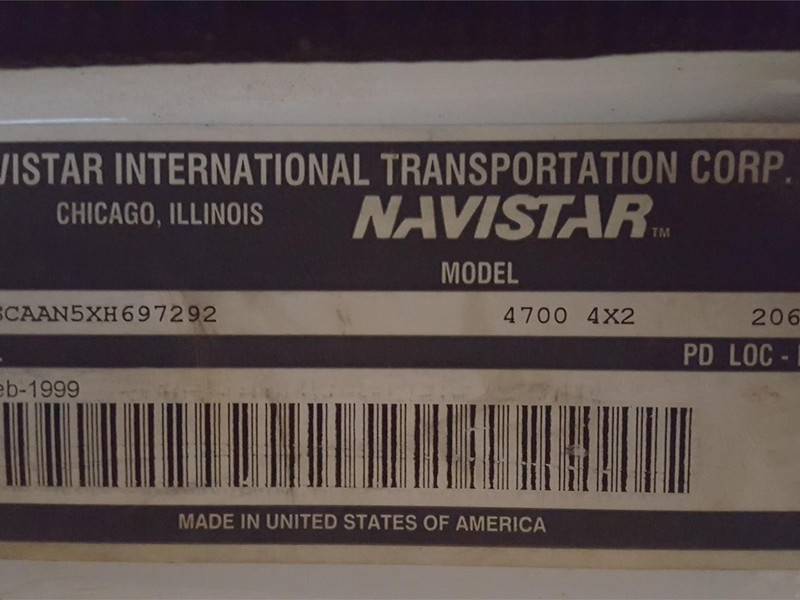 1999 International 4700 Semi Truck