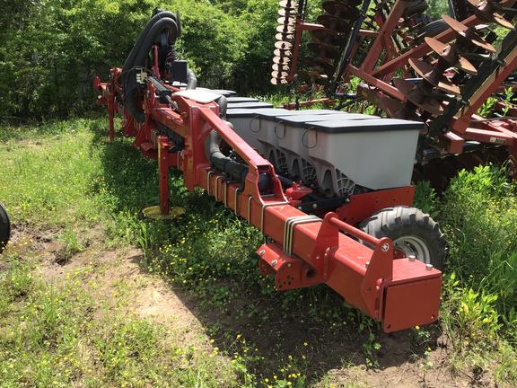 "2014 Case IH 1235 15 row on 5-76"" beds 3 row Planter"