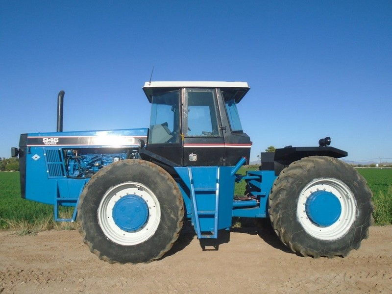 1990 Ford Versatile 946 Tractor