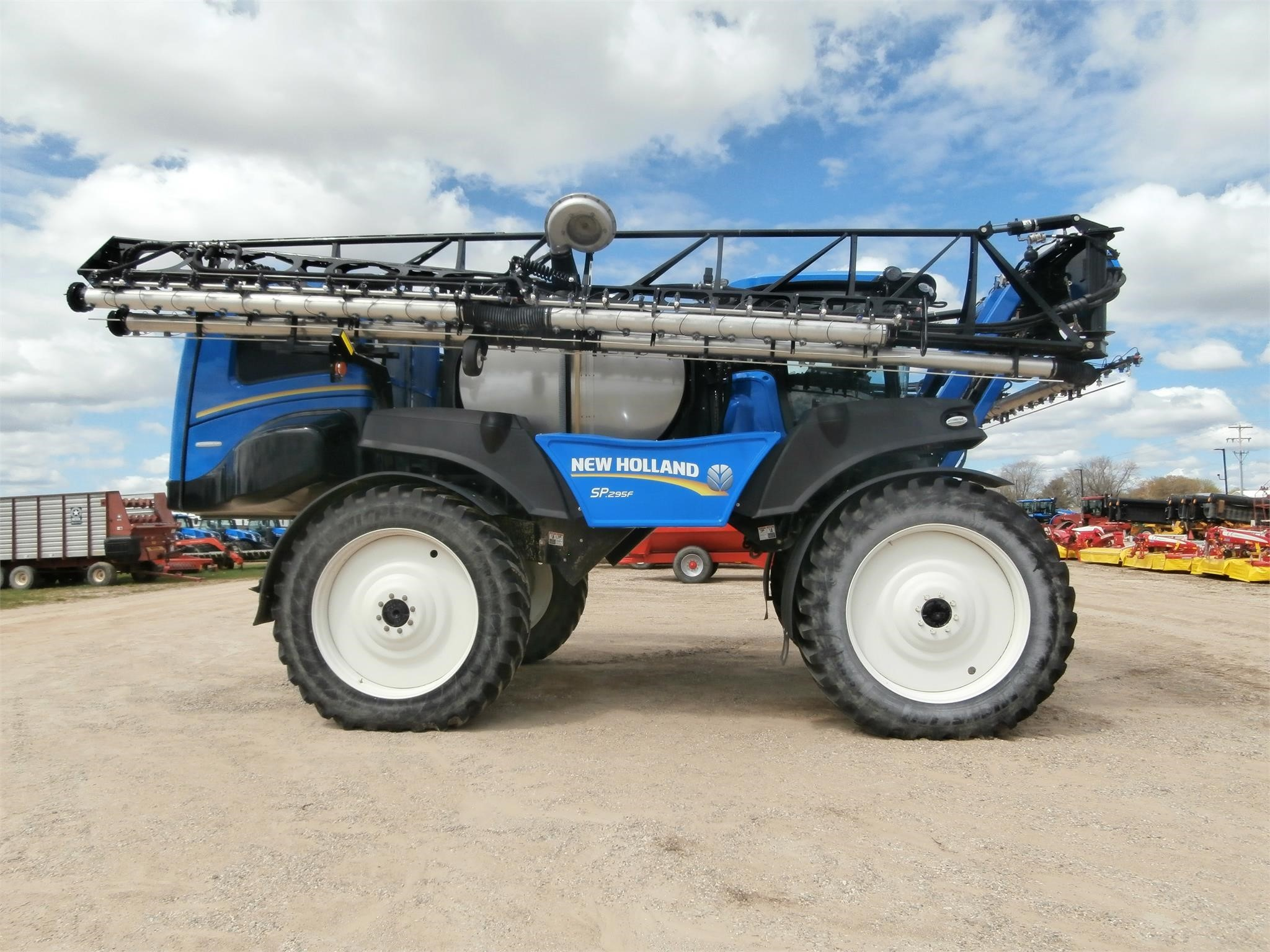 2016 New Holland SP.295F Self-Propelled Sprayer