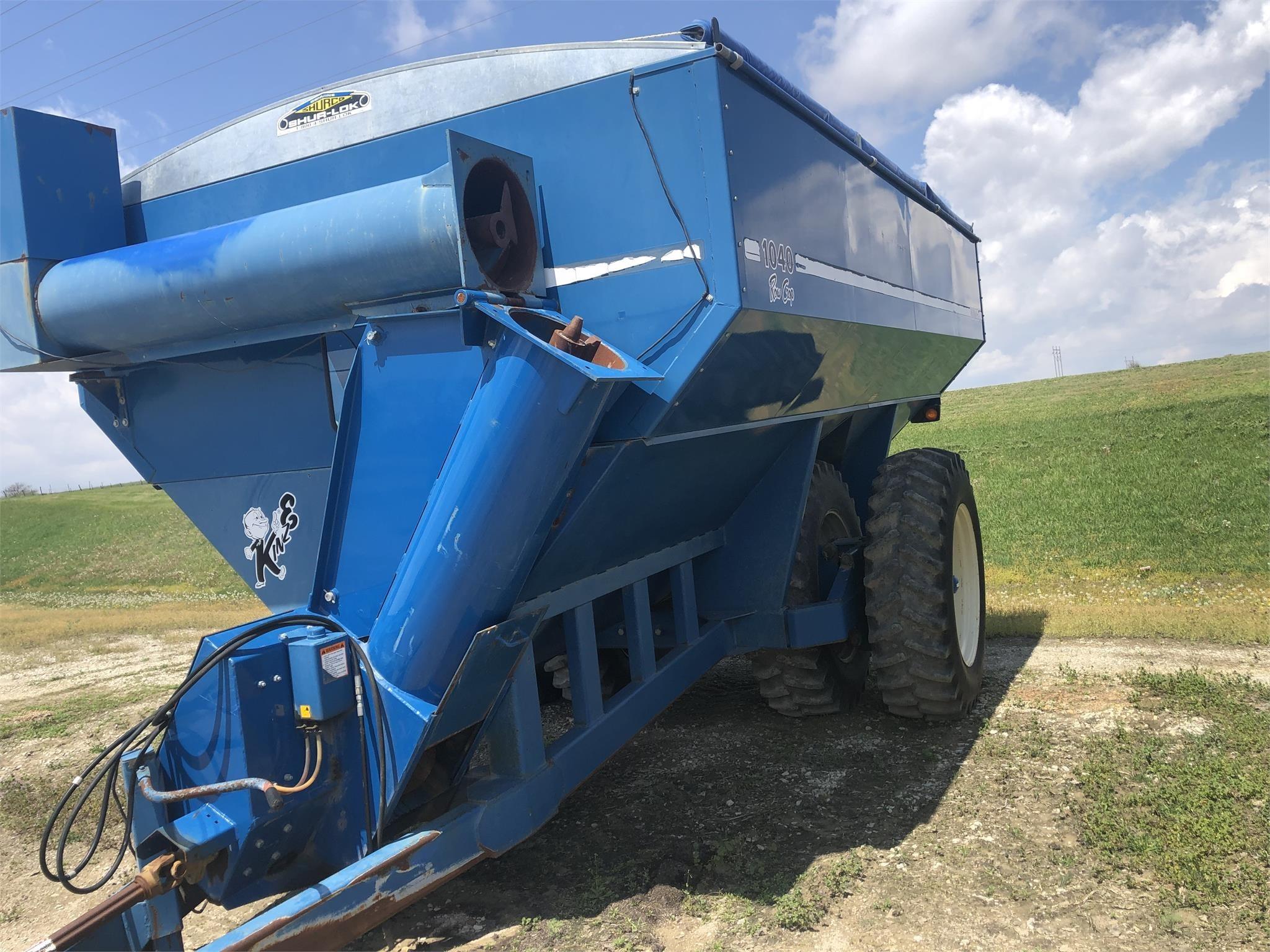 1998 Kinze 1040 Grain Cart