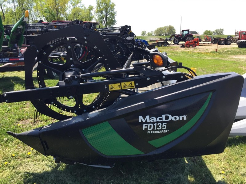 2018 MacDon FD135 Platform