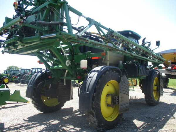 2016 John Deere R4030 Self-Propelled Sprayer