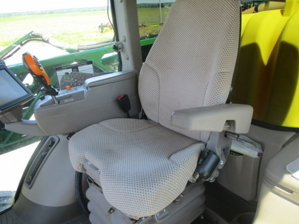 2016 John Deere R4030 Self-Propelled Sprayer