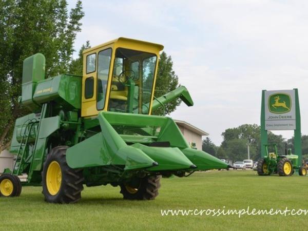 2004 John Deere 8520T Tractor