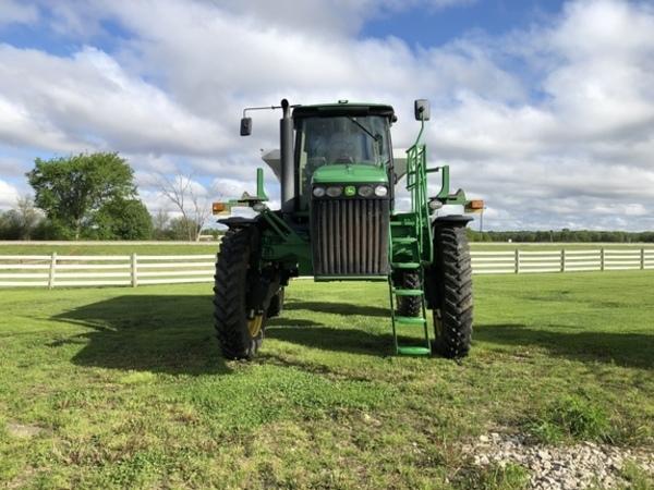 John Deere 4930 Self-Propelled Fertilizer Spreader
