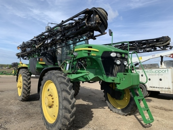 2010 John Deere 4830 Self-Propelled Sprayer