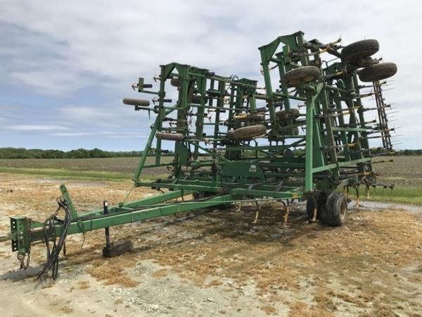 1998 John Deere 985 Field Cultivator