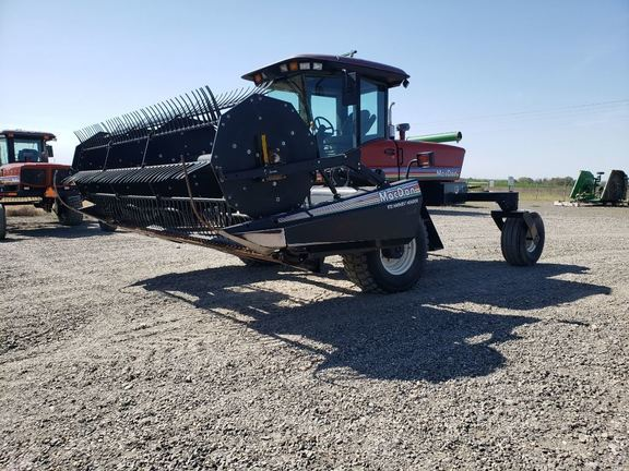 2006 MacDon 9352 Self-Propelled Windrowers and Swather