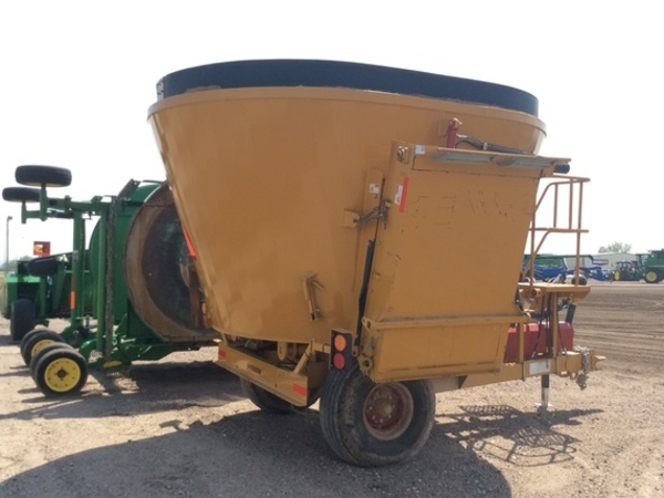 2019 Haybuster CMF-430 Grinders and Mixer
