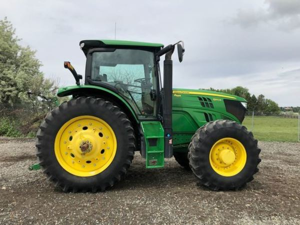 2015 John Deere 6140R Tractor