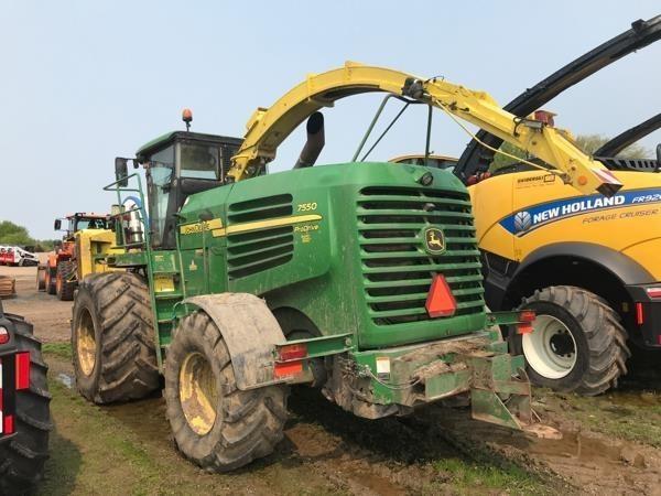 John Deere 7550 Self-Propelled Forage Harvester