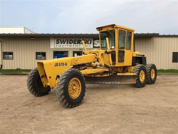 Deere 570A Scraper