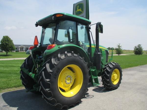 2016 John Deere 6135E Tractor