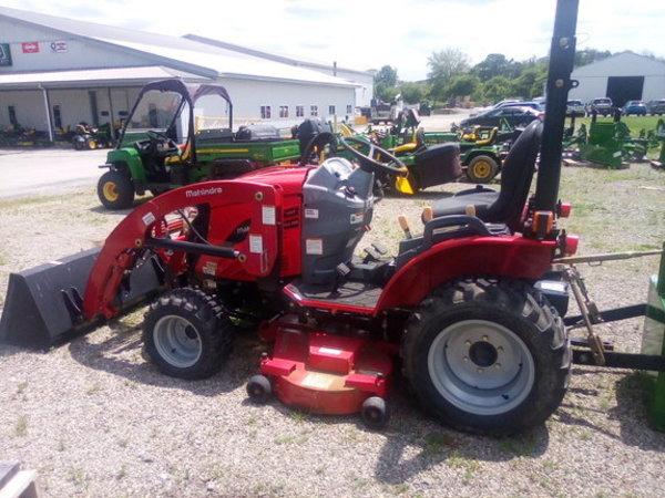 2014 Mahindra CMAX22 Tractor