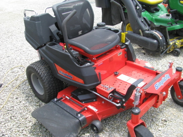 2017 Simplicity Courier 2552 Lawn and Garden