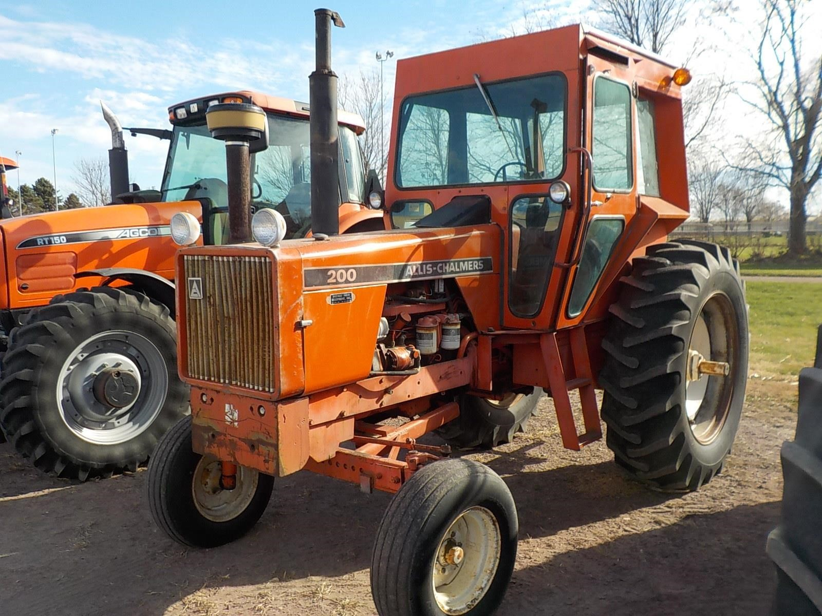 1974 Allis Chalmers 200 Tractor
