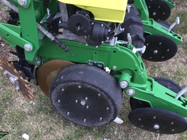 2015 John Deere 1725 Planter