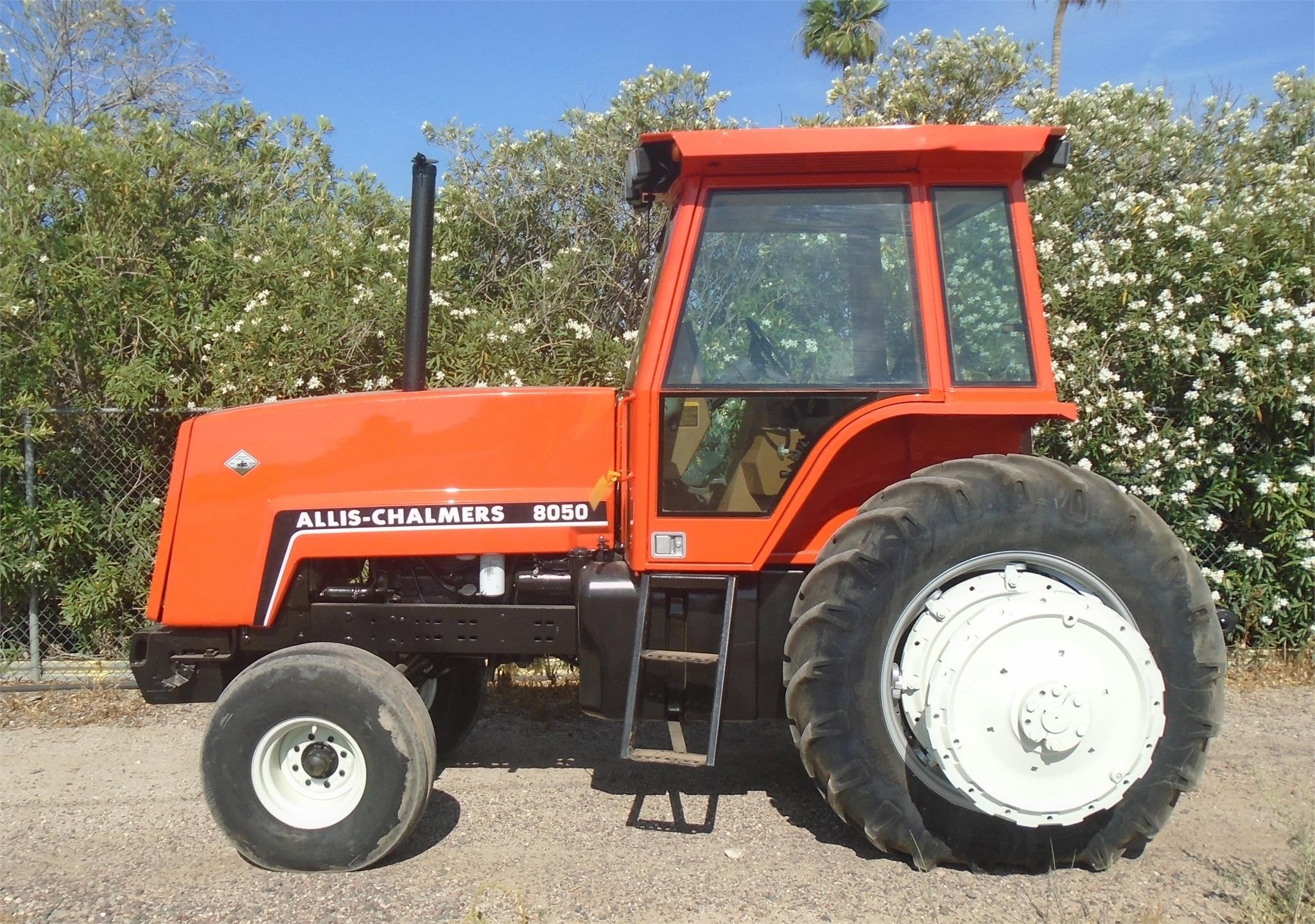 1984 Allis Chalmers 8050 Tractor
