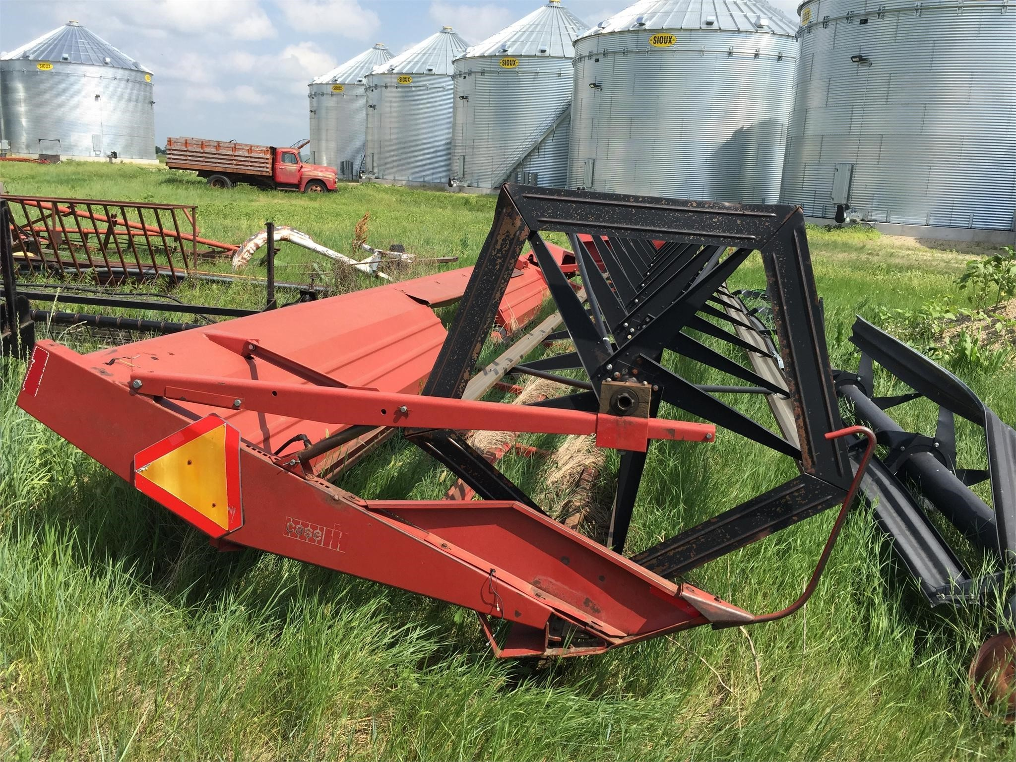 Case IH 725 Pull-Type Windrowers and Swather