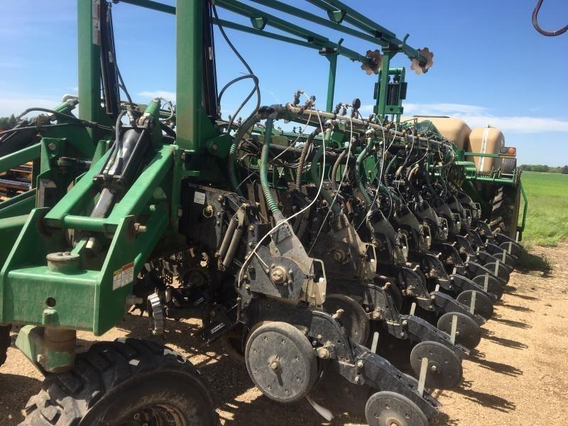 2010 Great Plains YP1625 Planter