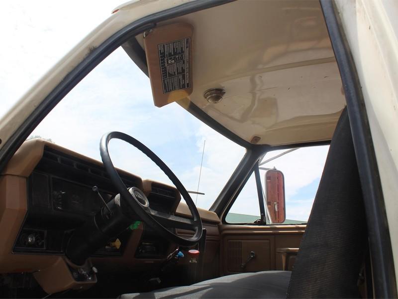 1984 Ford F800 Pickup