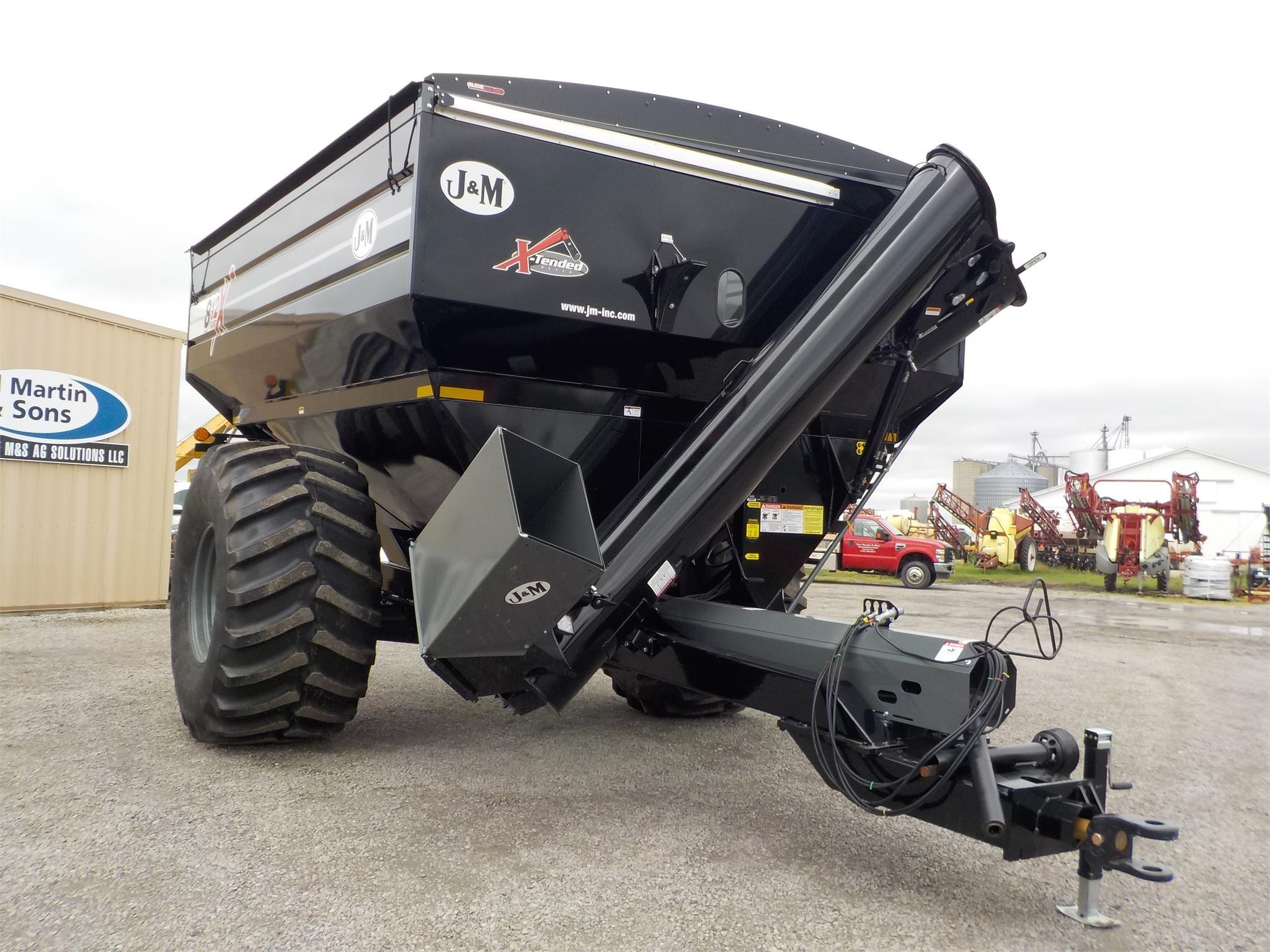 2019 J&M 812-18 Grain Cart