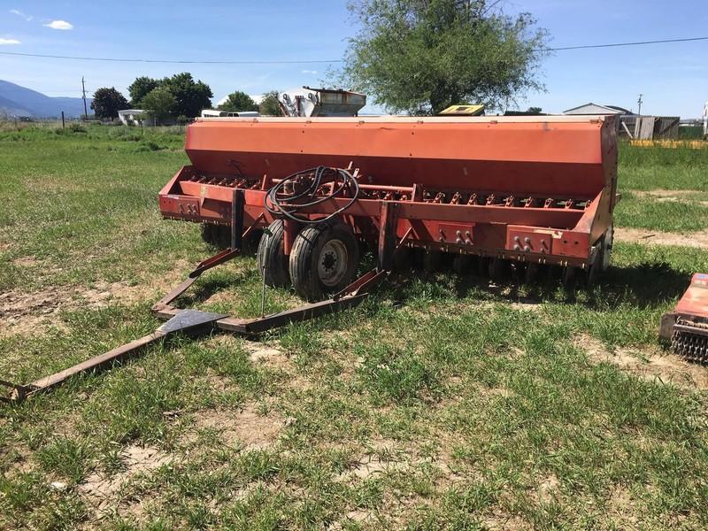 International Harvester 620 Drill