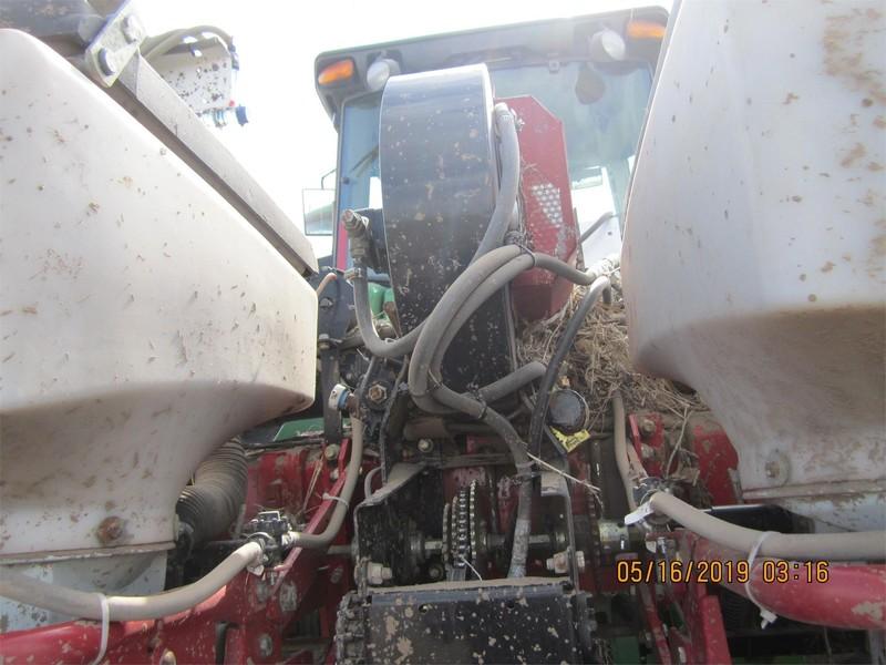 2004 White 8722 Planter