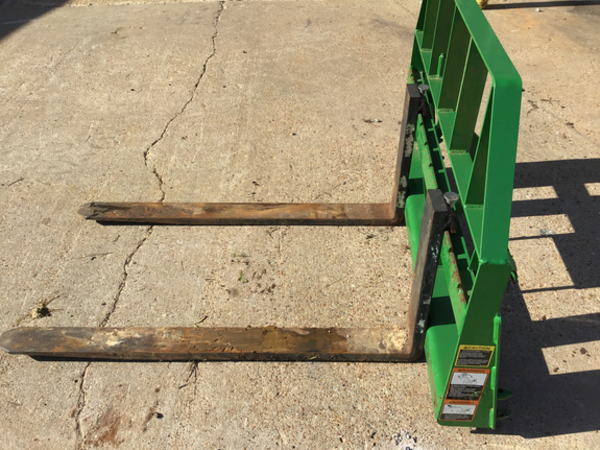 2011 Frontier AP12F Loader and Skid Steer Attachment