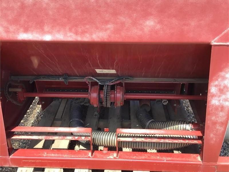 Valmar 2055 Pull-Type Fertilizer Spreader