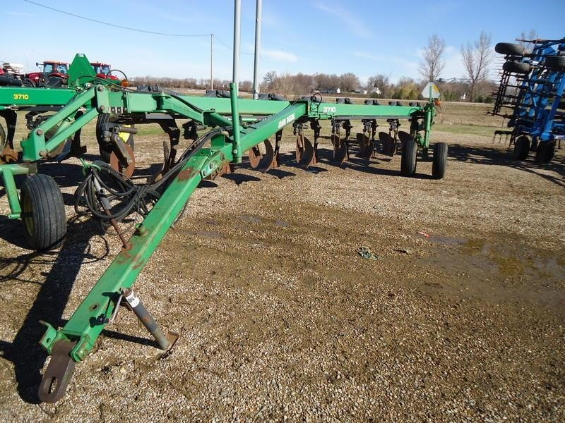 1998 John Deere 3710 Plow