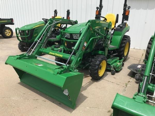 2018 John Deere 2032R Tractor