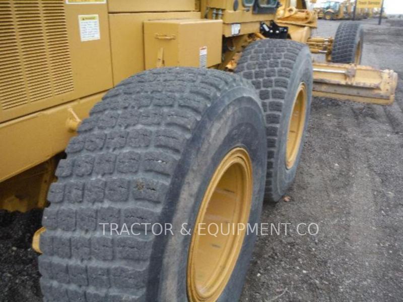 2000 Caterpillar 143H Scraper