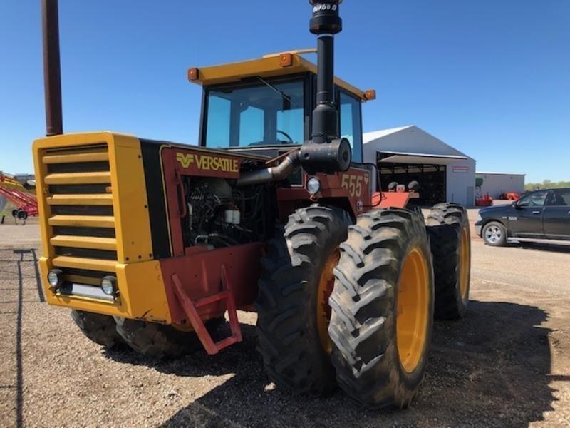 1982 Versatile 555 Tractor