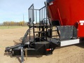 2019 Cloverdale 900T Feed Wagon