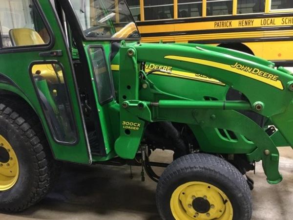 2006 John Deere 3120 Tractor
