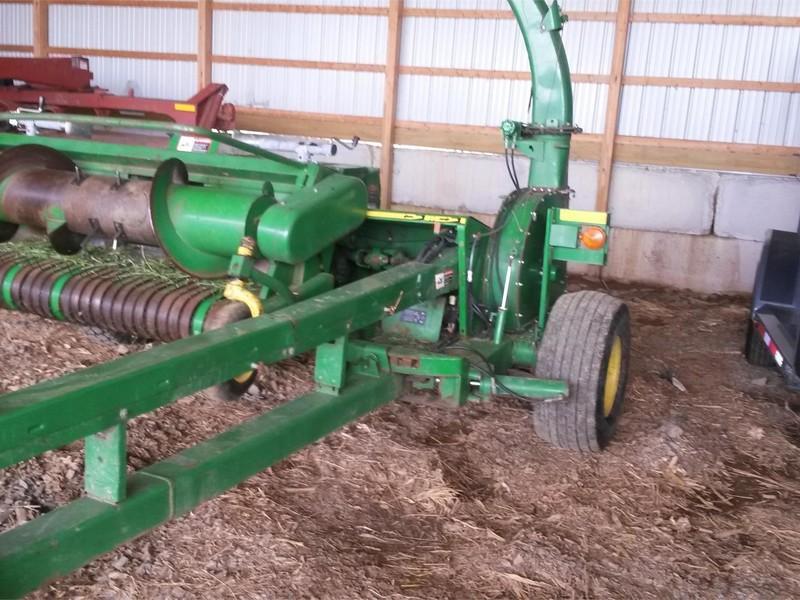 2004 John Deere 3975 Pull-Type Forage Harvester
