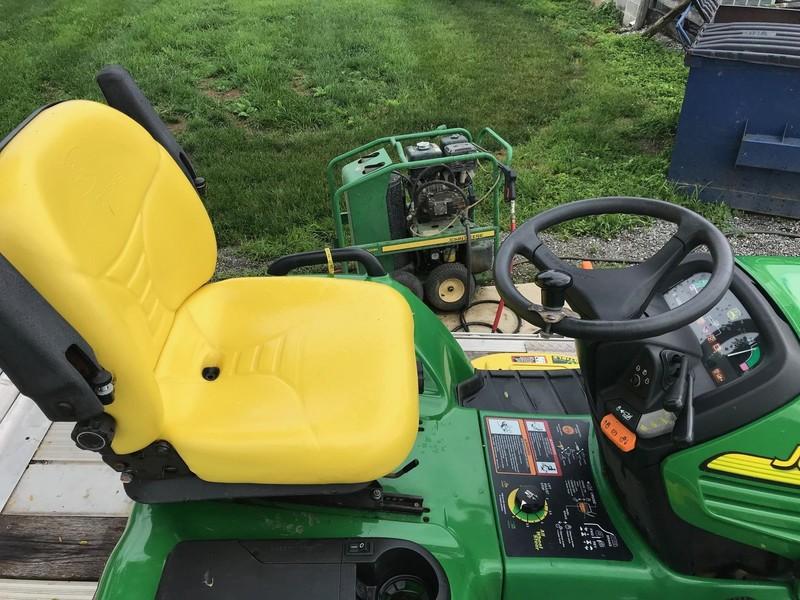 John Deere X475 Lawn and Garden