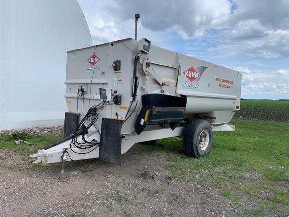 2012 Kuhn Knight RC260 Helix Feed Wagon