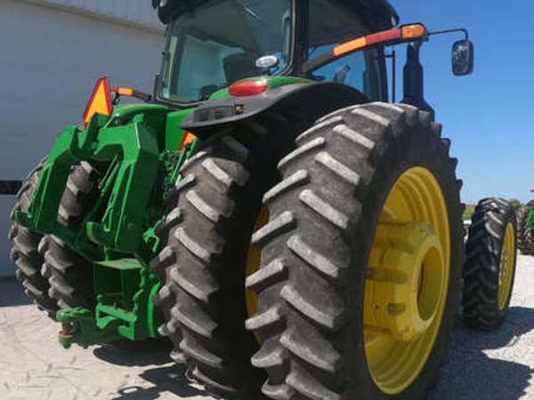 2017 John Deere 8370R Tractor