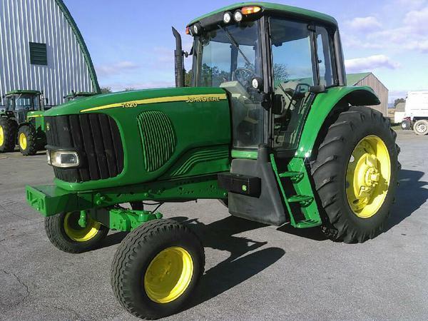 2003 John Deere 7320 Tractor