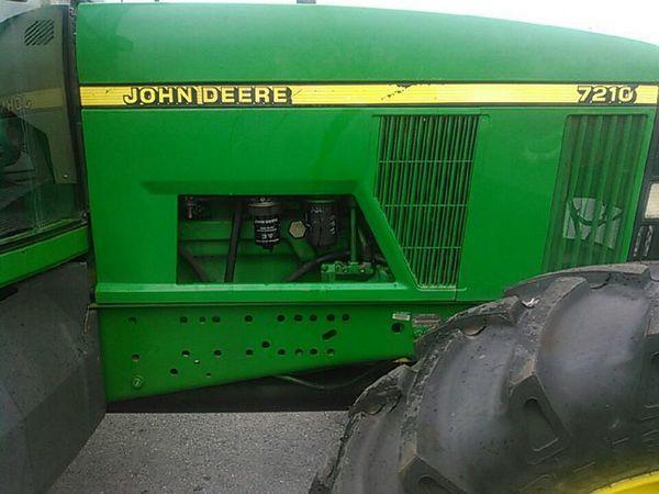 2000 John Deere 7210 Tractor