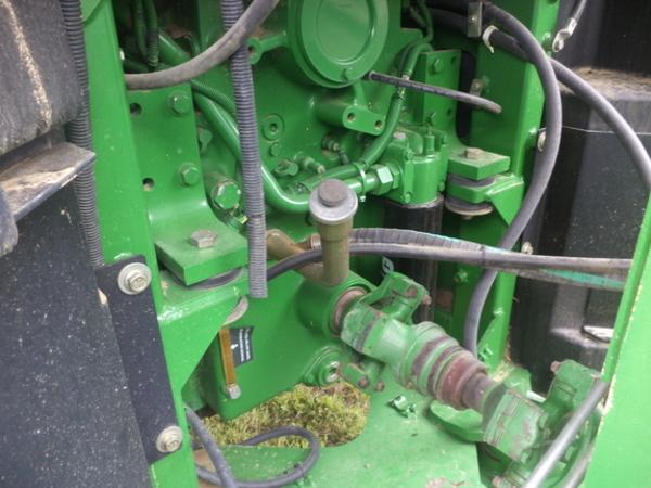 2002 John Deere 9520 Tractor