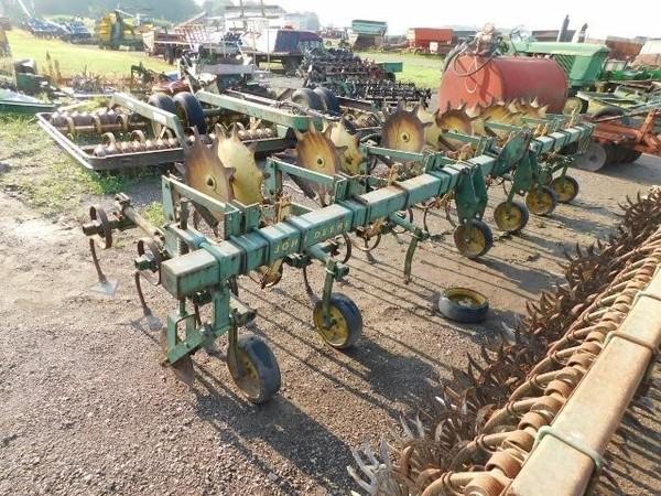 1982 John Deere RM6 Cultivator