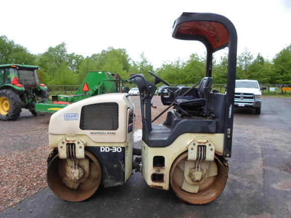 2000 Ingersoll-Rand DD-30 Compacting and Paving
