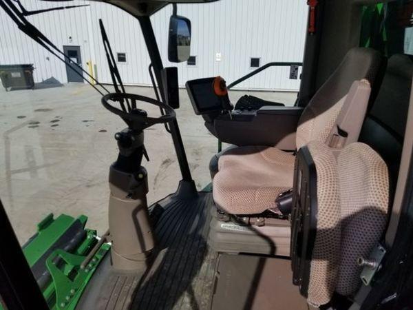 2017 John Deere S670 Combine